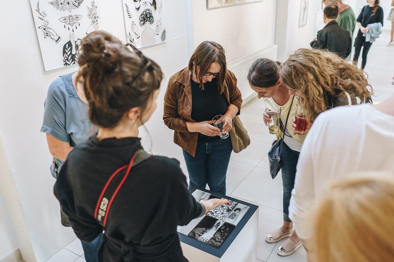 Wernisaż wystawy Tamary Sass – Grafika Dotyku